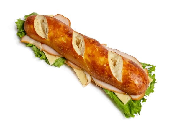 Брецель с куриной «Венской сосиской»